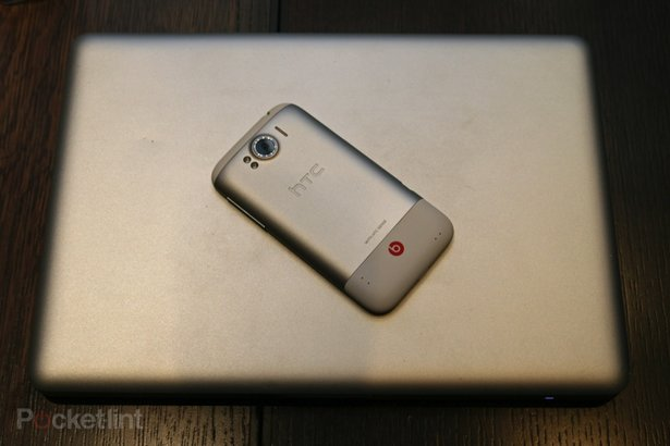 http://cdn.pocket-lint.com/images/4x2P/htc-sensation-xl-first-review-34.jpg?20111006-181241