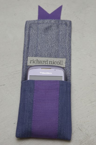 blackberry curve 8520 violet. BlackBerry Curve 8520 in