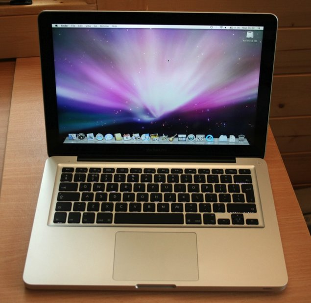 http://cdn.pocket-lint.com/images/3m8Y/apple-macbook-pro-notebook-review-1.jpg?20110712-094758