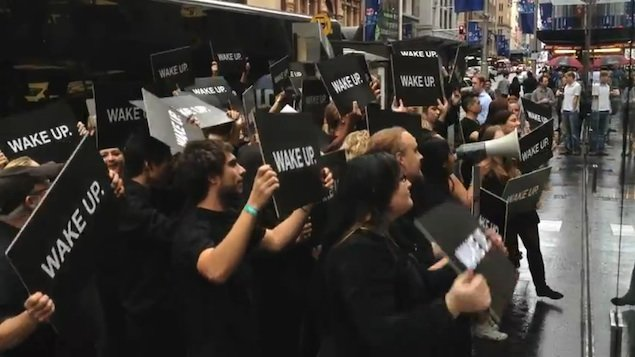 Apple's Sydney store descended upon by Samsung flash mob
