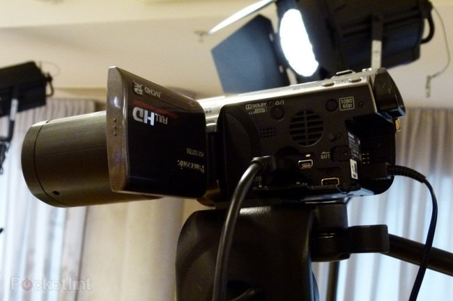 Panasonic launches the first 3D consumer camcorder - photo 5