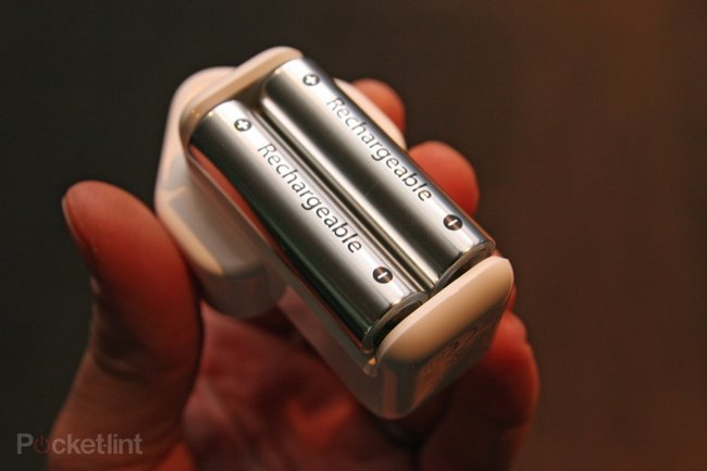 Hands on with the Apple Battery Charger - photo 1