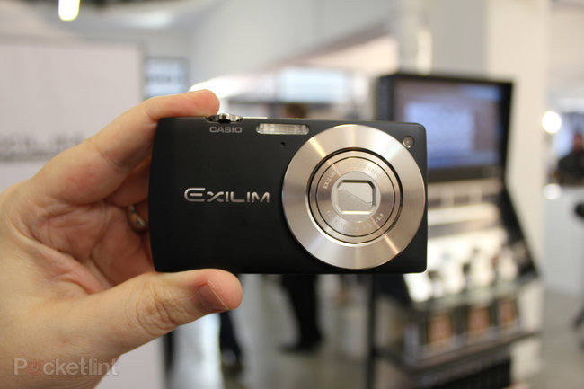 Casio EXILIM EX-S200 hands-on - photo 2
