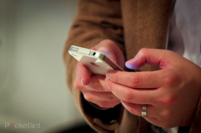 White iPhone spotted in New York, owner explains why you haven't got one yet - photo 2