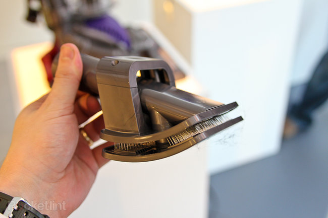 Dyson Groom promises to rid your dog of moulting hair - photo 3