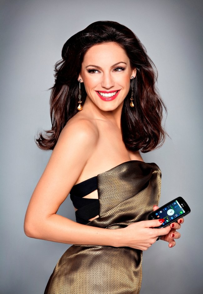 LG uncovers Kelly Brook as the face of the Optimus One - photo 3