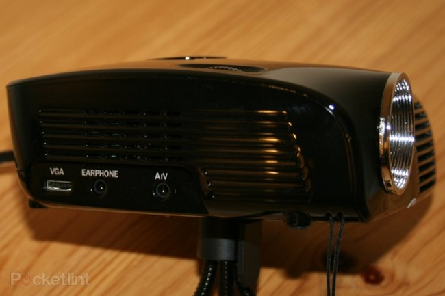 Gallery pico genie m100 palm projector xga hands on for Palm projector