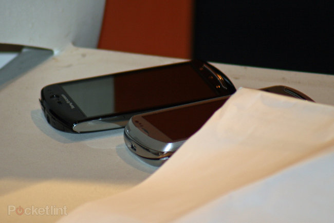 Sony Ericsson Xperia Neo spotted - photo 2