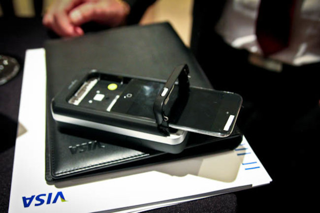 iPhone Chip and Pin device lets you take payments on the go - photo 1