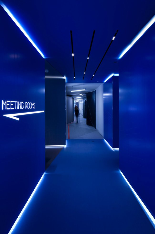 Inside Google London: A park, a coffee lab and nightclub-style meeting rooms - photo 15