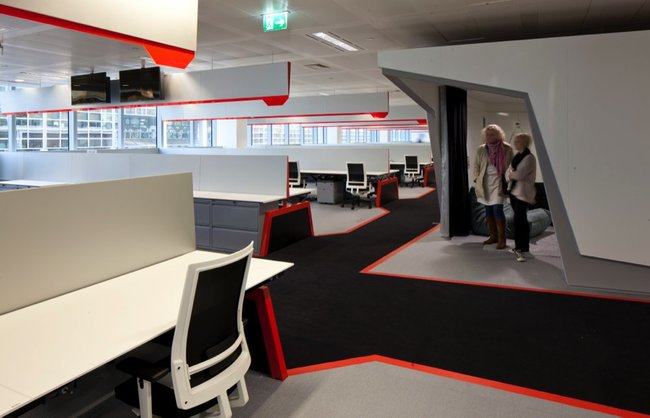 Inside Google London: A park, a coffee lab and nightclub-style meeting rooms - photo 17
