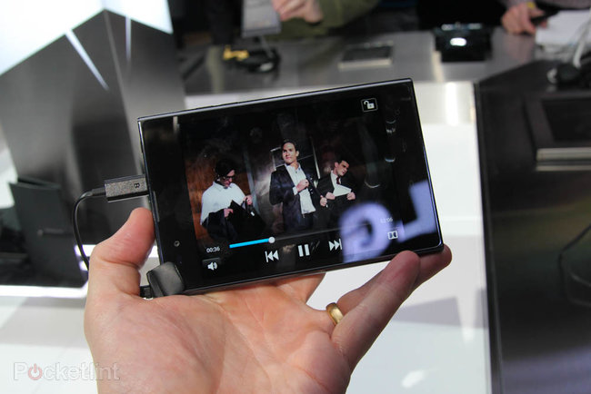 LG Optimus Vu pictures and hands-on - photo 14