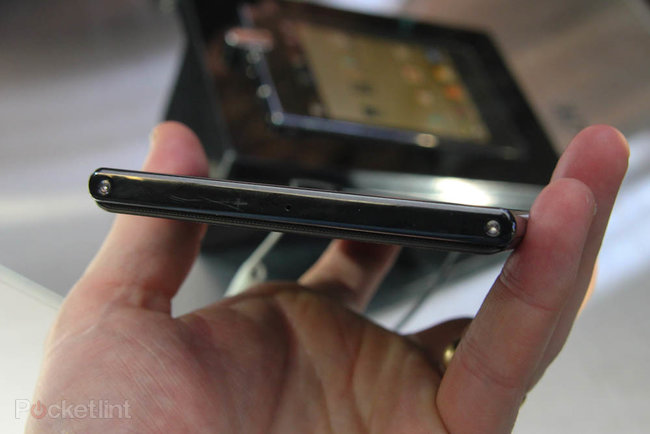 LG Optimus Vu pictures and hands-on - photo 17