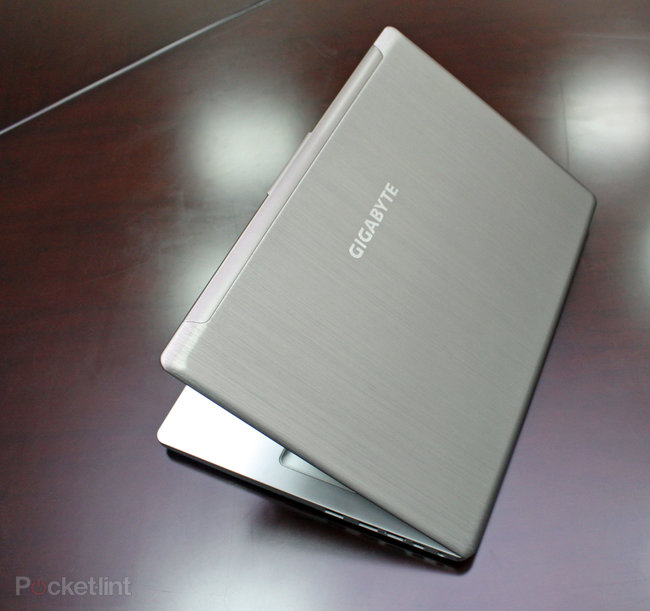 Gigabyte U2442 Ultrabook pictures and hands-on - photo 2