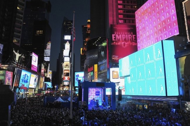 Nokia Lumia 900 launched with spectacular New York lightshow - photo 1