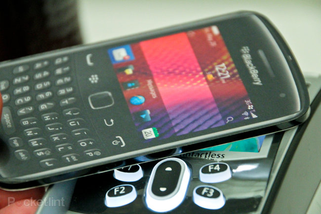 Barclaycard PayTag adds contactless payment to any phone: pictures and hands-on - photo 2