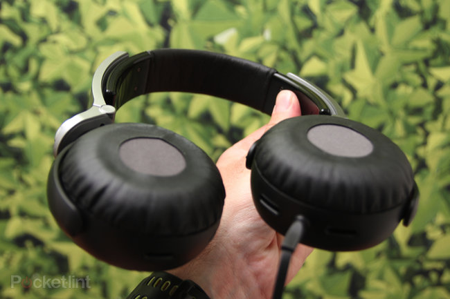 Sony Extra Bass charge lead by MDR-XB800, fat beats abound - photo 2