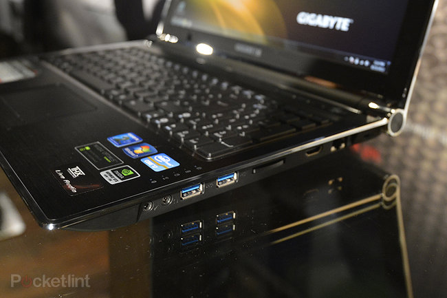 Gigabyte P2542G gaming notebook pictures and hands-on - photo 2