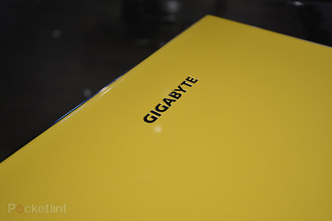 Gigabyte P2542G gaming notebook pictures and hands-on - photo 3