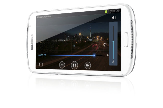 Samsung Galaxy Player 5.8: Small tablet or giant MP3 player? - photo 1