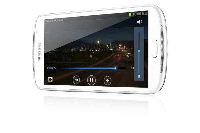 Samsung Galaxy Player 5.8: Small tablet or giant MP3 player? - photo 5