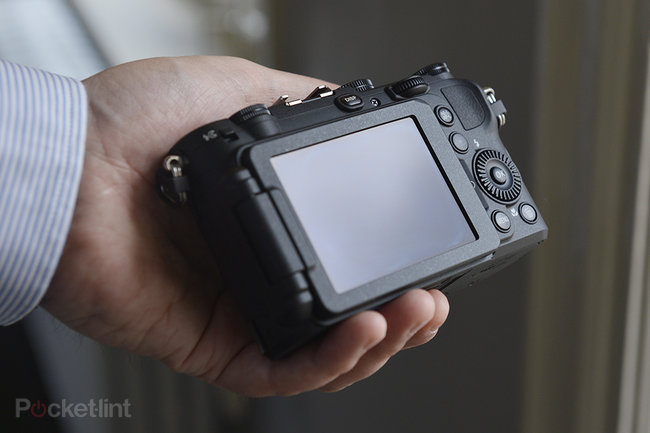 Nikon Coolpix P7700 pictures and hands-on - photo 3