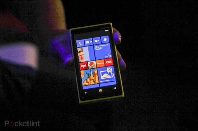 Nokia Lumia 920 unveiled as flagship Windows Phone 8 smartphone - photo 1