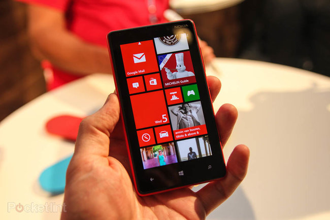 Nokia Lumia 820 pictures and hands-on - photo 1