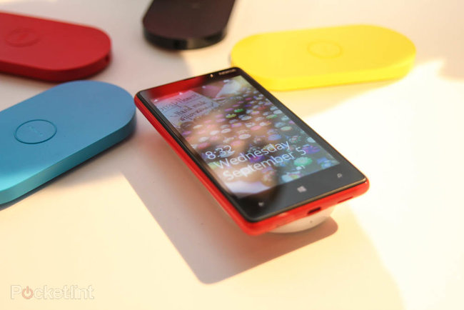 Nokia Lumia 820 pictures and hands-on - photo 2
