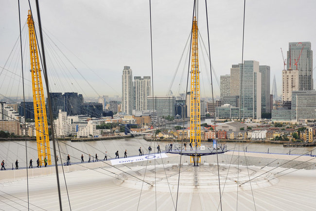 Extreme queuing: iPhone 5 available from... the top of The O2 - photo 2