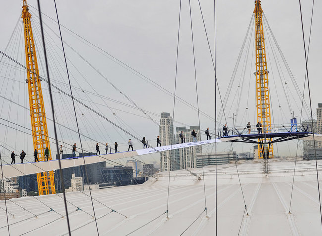 Extreme queuing: iPhone 5 available from... the top of The O2 - photo 3