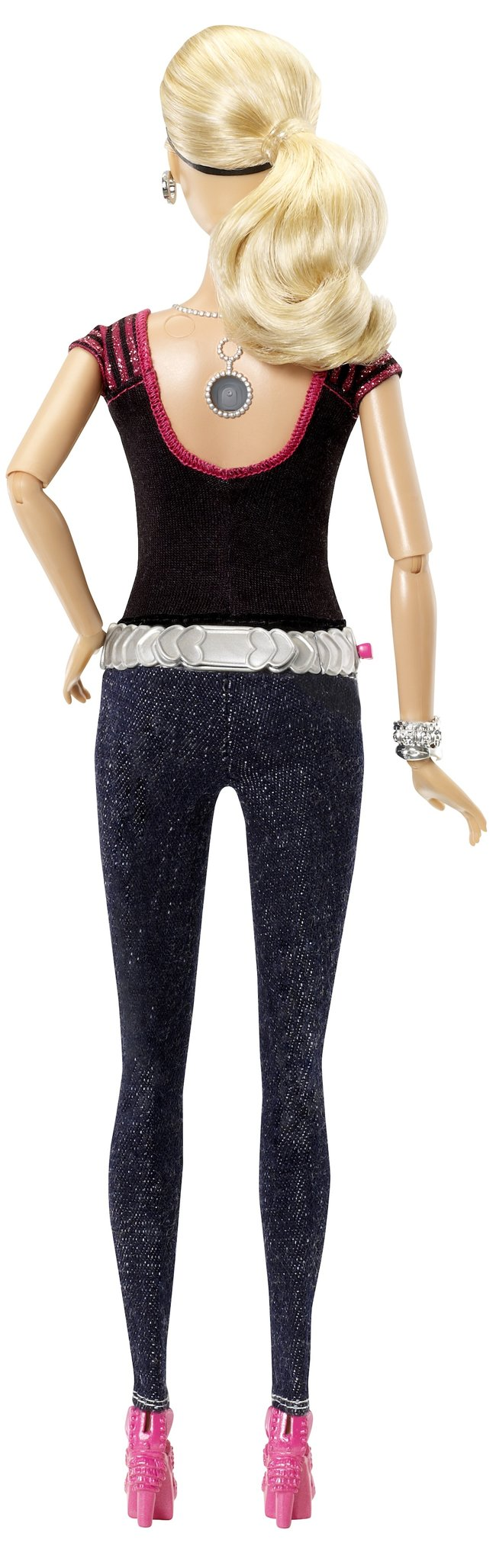 Barbie Photo Fashion Doll has hidden camera and LCD T-shirt display - photo 3