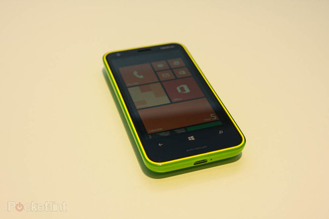 Nokia Lumia 620 pictures and hands-on - photo 2