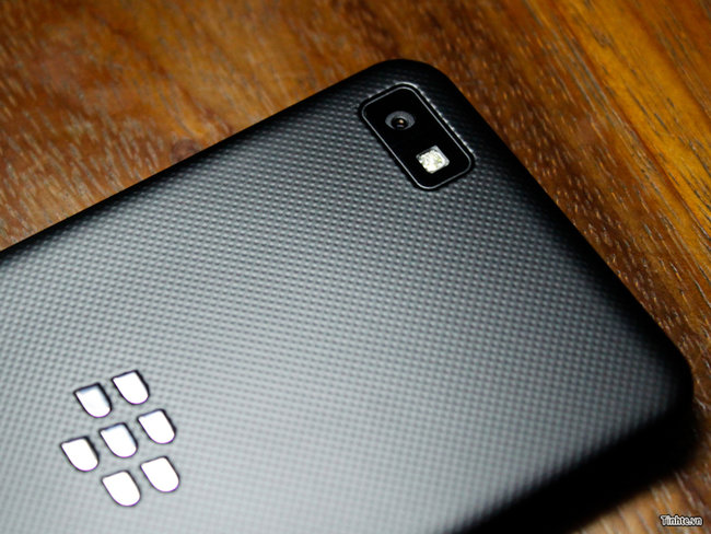 Behold the BlackBerry 10 L-Series smartphone in all its glory, great pictures and video leaked - photo 7