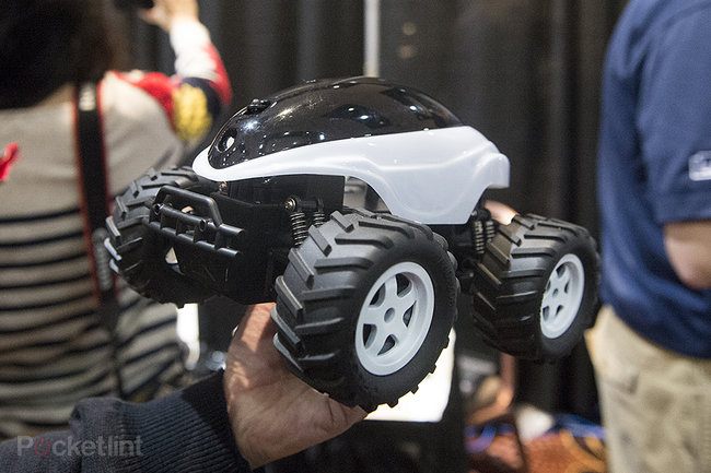 BeeWi Scara Bee 'Mars Rover' Android/iOS remote control car pictures and hands-on - photo 3