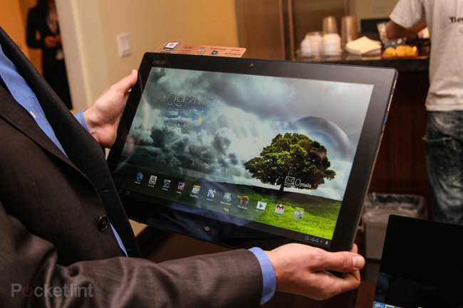 Asus Transformer AiO P1801 is a Win 8 desktop by day, giant Android tablet by night, we go hands-on - photo 1