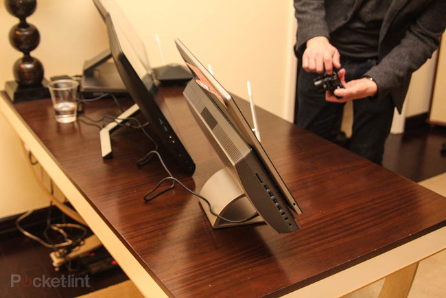 Asus Transformer AiO P1801 is a Win 8 desktop by day, giant Android tablet by night, we go hands-on - photo 5