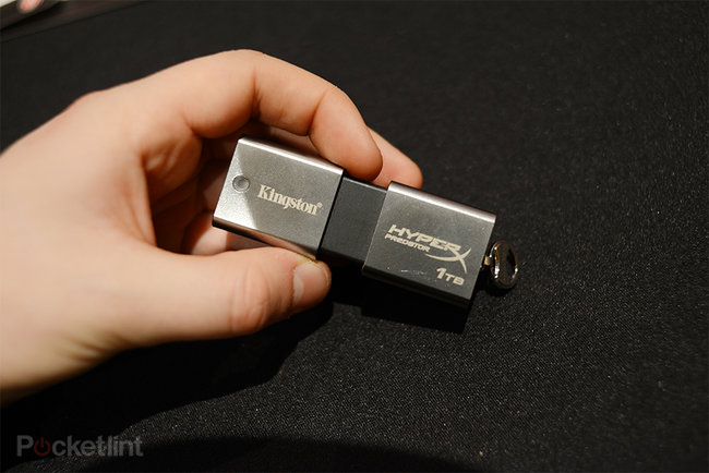 Kingston HyperX Predator 1TB USB flash drive pictures and hands-on - photo 1