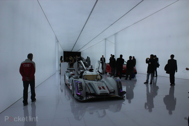 Audi invents always on full-beam lights that don't blind oncoming drivers - photo 2