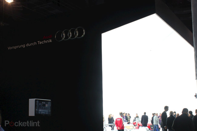Audi invents always on full-beam lights that don't blind oncoming drivers - photo 3