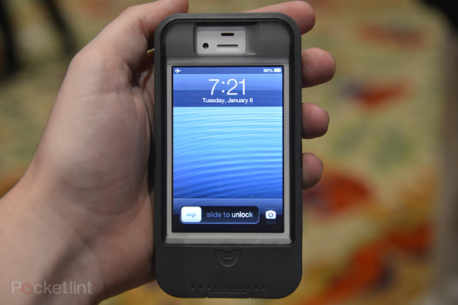 Otterbox Defender iPhone charger case pictures and hands-on - photo 1