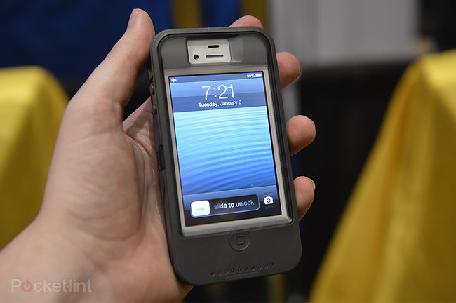 Otterbox Defender iPhone charger case pictures and hands-on - photo 2