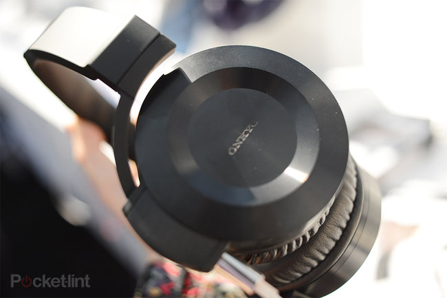 Onkyo ES-HF300 headphones pictures and hands-on - photo 1