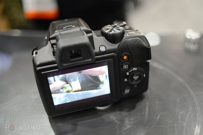 Fujifilm FinePix S8200 pictures and hands-on - photo 3