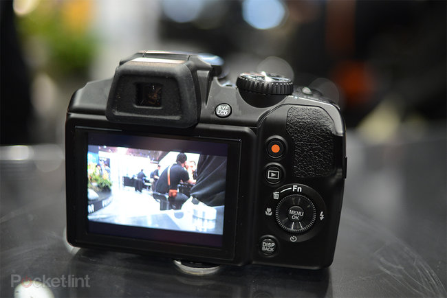 Fujifilm FinePix S8200 pictures and hands-on - photo 9
