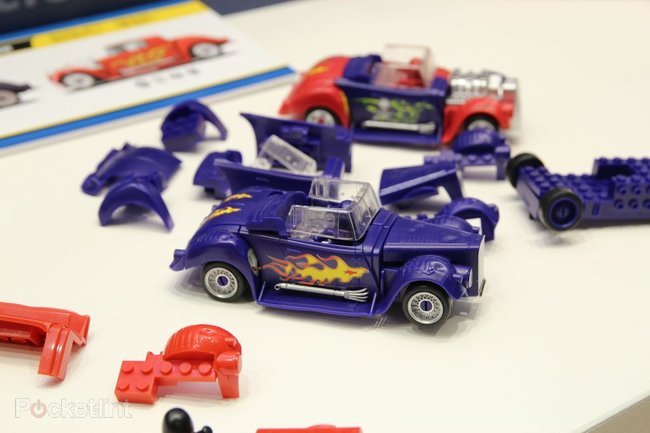 Scalextric Quick Build Demolition Derby set plays nice with Lego - photo 2