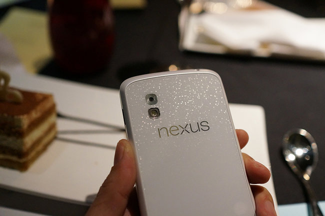 White Nexus 4 hands-on pictures appear online - photo 2