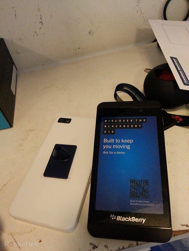 Carphone Warehouse has BlackBerry Z10 stock ready to go, white version inbound (pictures) - photo 2