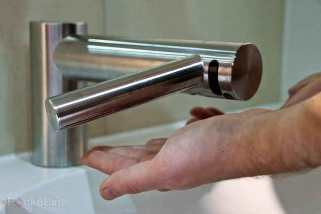 Dyson Airblade Tap pictures and (clean) hands-on - photo 1