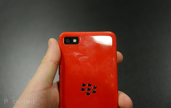 Red BlackBerry Z10 limited edition pictures and hands-on - photo 11